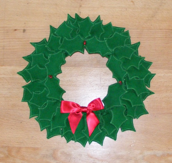 Felt Christmas Holly Wreath Elizabeth 39 S Kitchen Diary