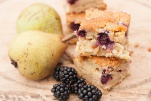 Blackberry-pear-traybake-2