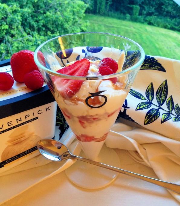 White-Chocolate-Ice-Cream-Sundae-with-Summer-Berries-Fudge-Sauce