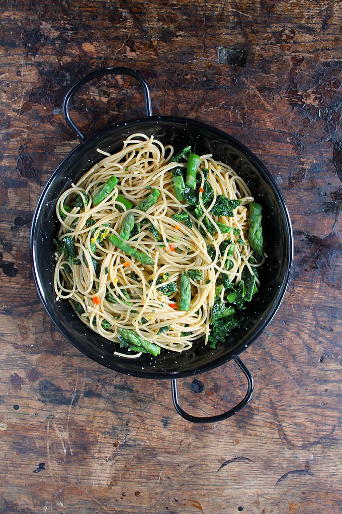 Spaghetti with kale, asparagus, chilli and lemon by Veggie Desserts