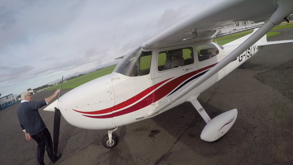Flying Lesson in a Cessna 172 Perth Scotland