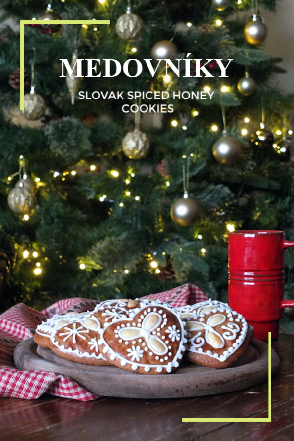 A delicious spiced, decorated gingerbread style cookie recipe. #christmas #honey #cookie #gingerbread