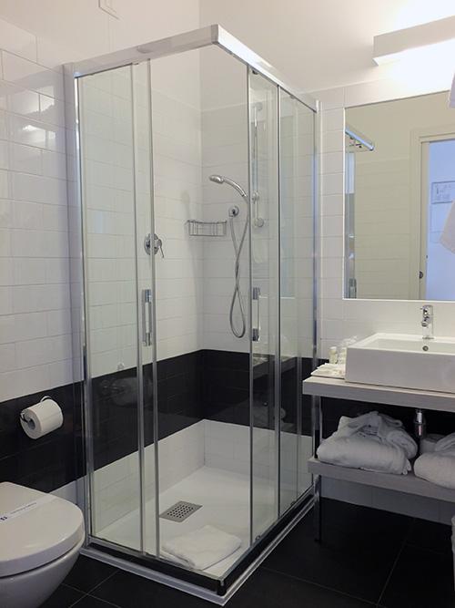 Hotel Luise Riva del Garda Italy Bathroom