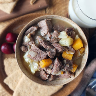 Scottish stovies are the ultimate in Scottish comfort food. Made with the leftovers from Sunday night's roast dinner, it's a super easy Monday meal to make. Serve with oatcakes and sliced beetroot for a true taste of Scotland. #Scottishfood #lamb #stovies