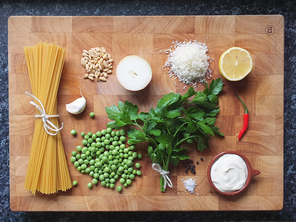 Ingredients for easy vegetarian spaghetti