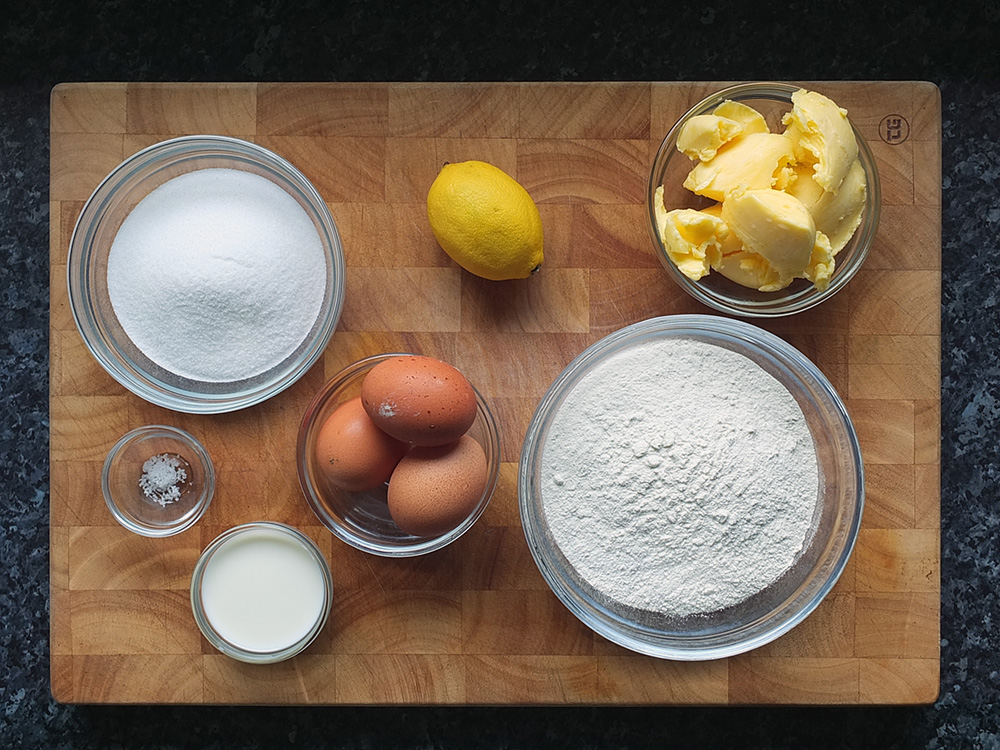 How to make a trifle sponge - ingredients photo