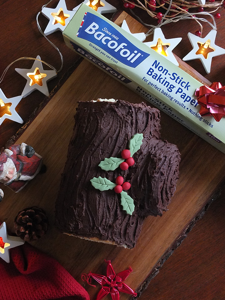 Bûche de Noël recipe made easy with BacoFoil non-stick baking paper