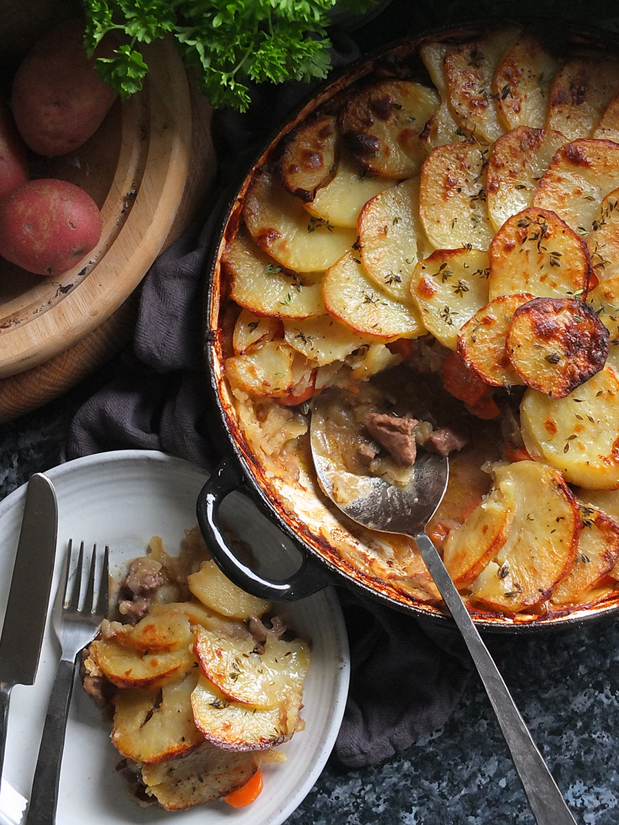 Succulent slow-cooked lamb and onions in gravy sandwiched between two layers of thinly sliced potatoes.
