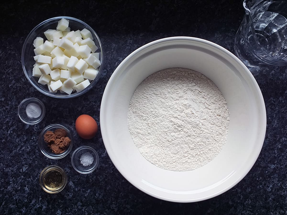 image of the ingredients needed to make pie crust