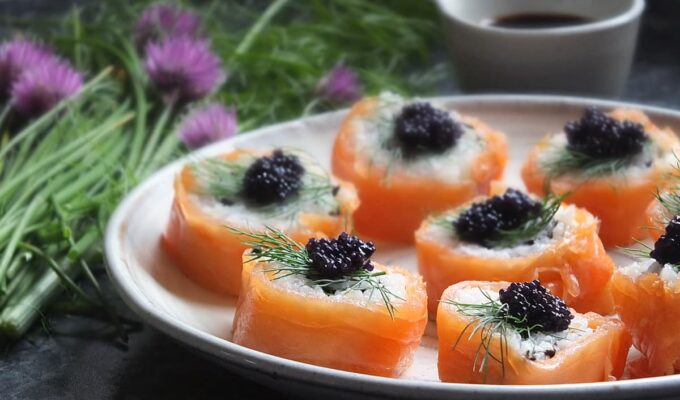 Smoked Salmon Uramaki with Black Lumpfish Caviar