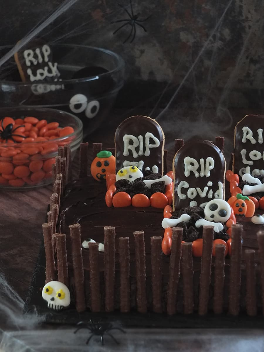 Image of a Halloween graveyard cake.