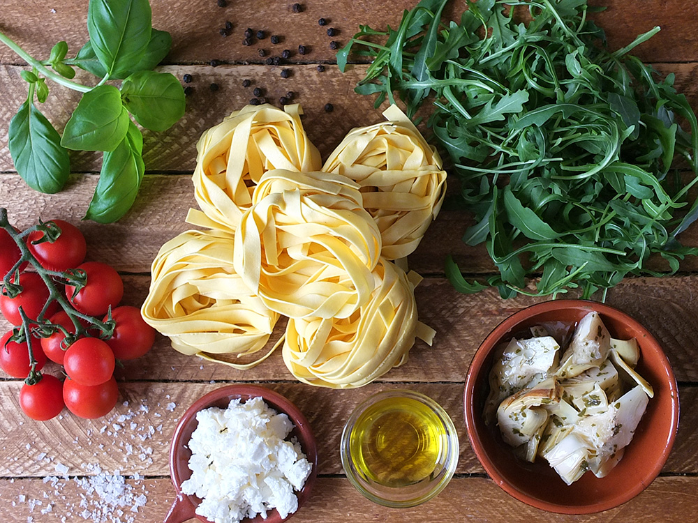 Ingredients for tagliatelle with artichokes and feta