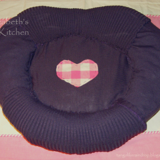 Upcycled Sweater Cat Bed Tutorial