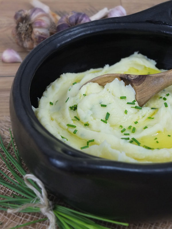 Creamy Roasted Garlic & Chive Mashed Potatoes