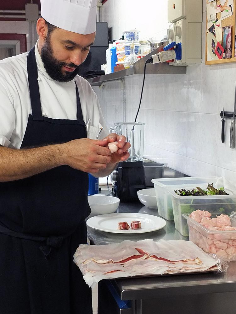 Villetta Annessa Riva del Garda Luca Bombardelli wrapping rabbit loin in pancetta