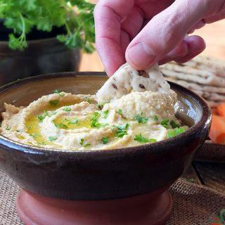 Creamy Roasted Garlic Hummus