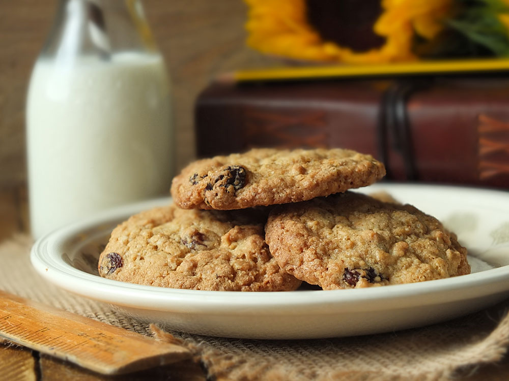 The Best Homemade Oatmeal Raisin Cookies Recipe