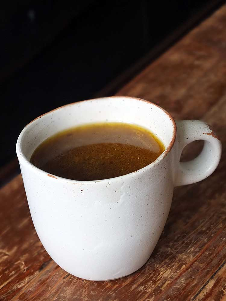 How to Make Nourishing Bone Broth from Scratch   Elizabeth's Kitchen Diary