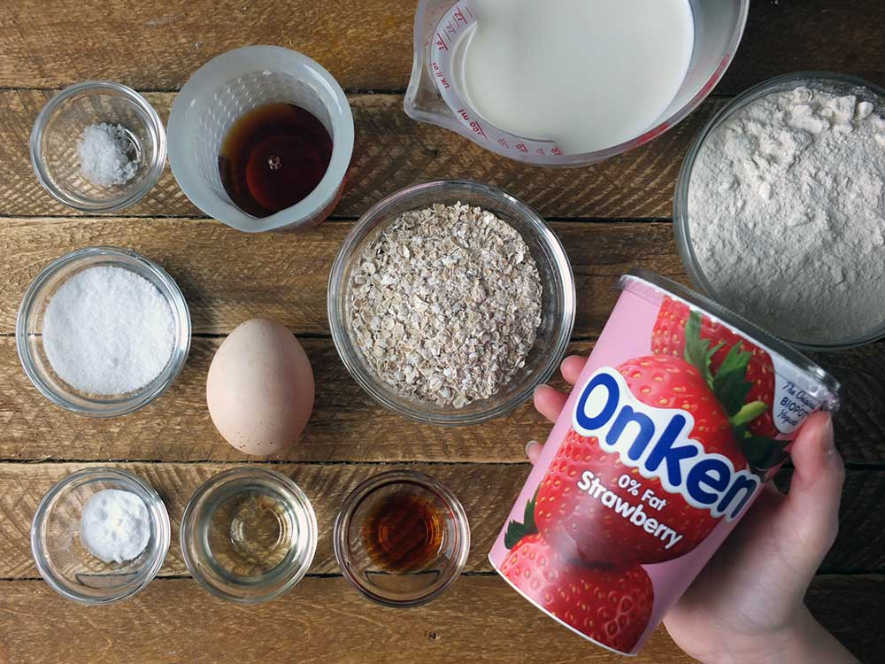 Ingredients to make oatmeal pancakes