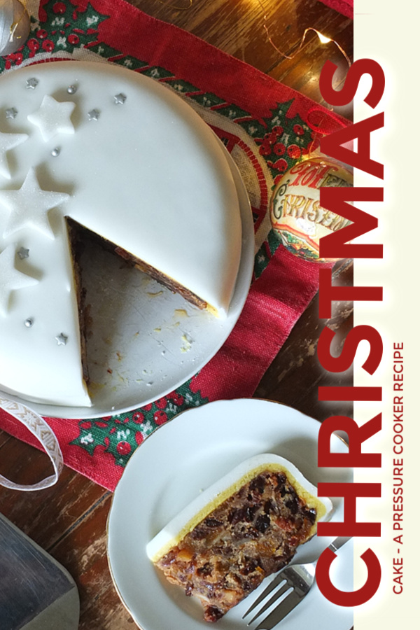 Ready in just 2.5 hours, this pressure cooker Christmas cake is super moist and delicious. A perfect last-minute gift! #pressurecooker #christmascake #christmas