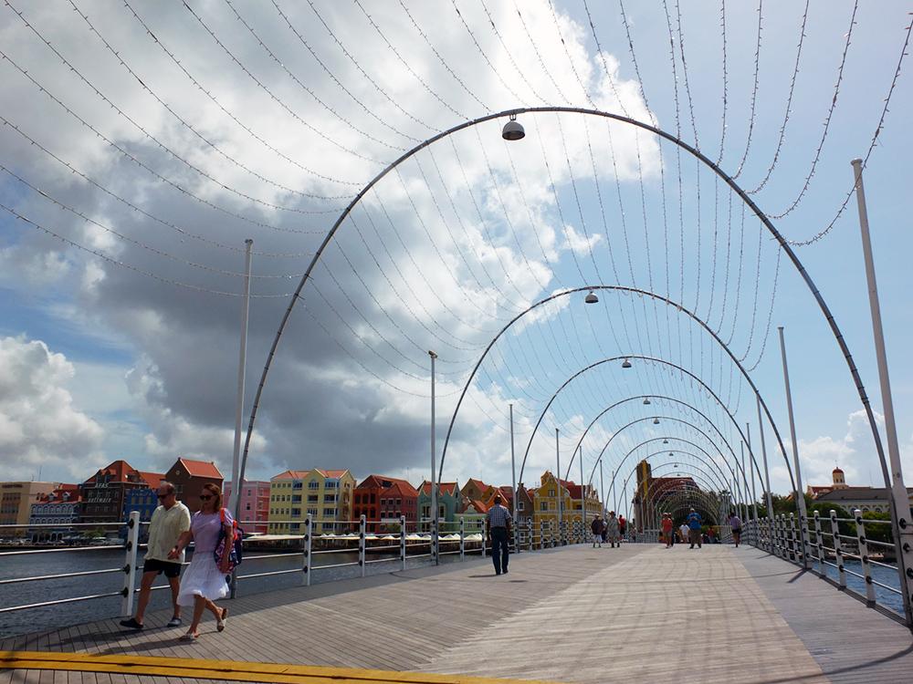 Queen Emma Pontoon Bridge Willemstad