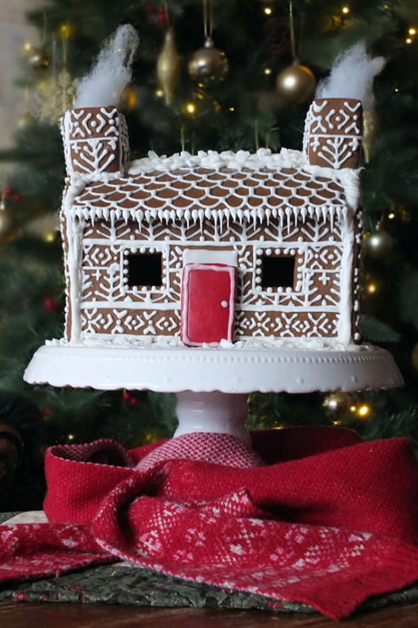 Shetland Croft Gingerbread House with Fair Isle pattern decorations #gingerbreadhouse #pepperkakehus #Shetland #FairIsleKnitting #FairIsle