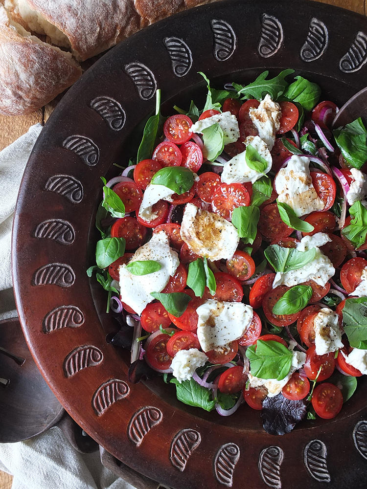 Tomato and Mozzarella Salad #vegetarian #himalayansalt #salad